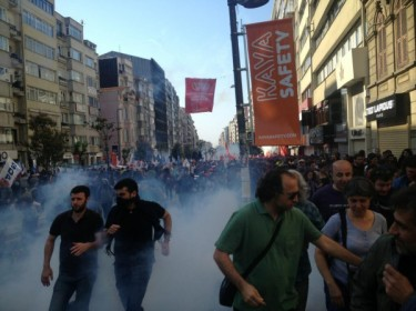 Labor Day rally teargassed in Istanbul, May 1, 2013. Photo tweeted by Deniz Atam, used by permission