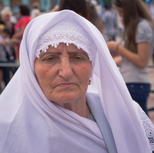 A Crimean Tatar woman at the May 18 commemoration of the 1944 Crimean Tatar deportations. Photo by Andy Ignatov (used with permission).