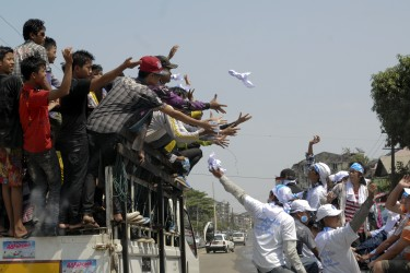 Myanmar youth campaigner throw Peace for Myanmar scarfs to people. Photo by Thet Htoo, Copyright @Demotix (4/15/2013)