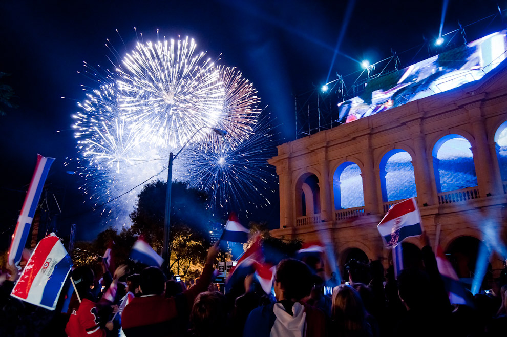 احتفالات اليوبيل المئتين لباراجواي في اسونسيون، الباراغواي، تصوير التون نونيز.