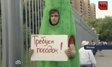 The human cucumber, who many suspect of being a Kremlin-paid plant, before the spitting incident. YouTube screenshot, June 14, 2013.