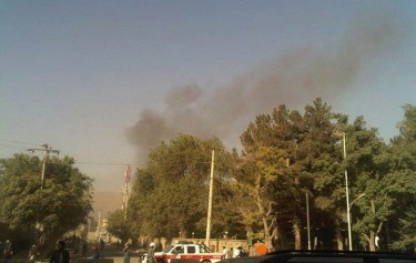 Smokes in the Sky of Kabul, the attack of presidential palace. By Twitter user, Wais Barakzai (@WaisBarakzai)
