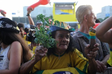 Around 6,000 people gathered together in Rio de Janeiro city to root for the Brazilian football team in the Confederations Cup semifinal on 26 June