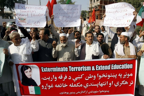Supporters of Pakhtoonkhawa Students Federation are protesting against an attack on Malala Yousaf Zai by Taliban during a demonstration at Peshawar press club.  Image by PPI Images. Copyright Demotix (18/10/2012)