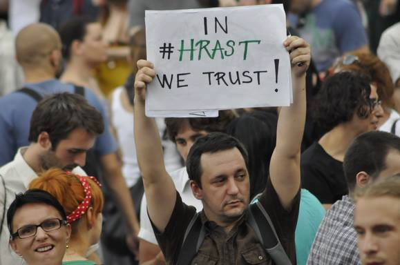 """In hrast [oak] we trust"" became a popular banner held by many at the protest in Savinac and shared on social networks; photo courtesy of Institute for Sustainable Communities - Serbia Facebook fan page."