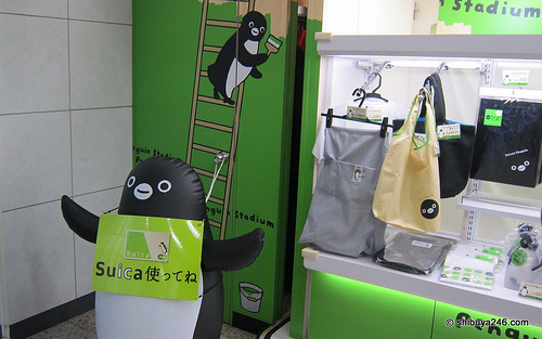 The penguin is the mascot character for promoting Suica . Photo by flickr user shibuya246, taken on April 2010 (CC BY-NC 2.0)