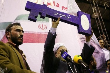 A key, the symbol for Rouhani's campaign