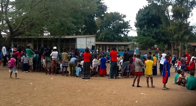 "Primary school Mavalane ""A"", municipality of Maputo, June 1. Photo shared by @Verdade on Flickr (CC BY 2.0)"