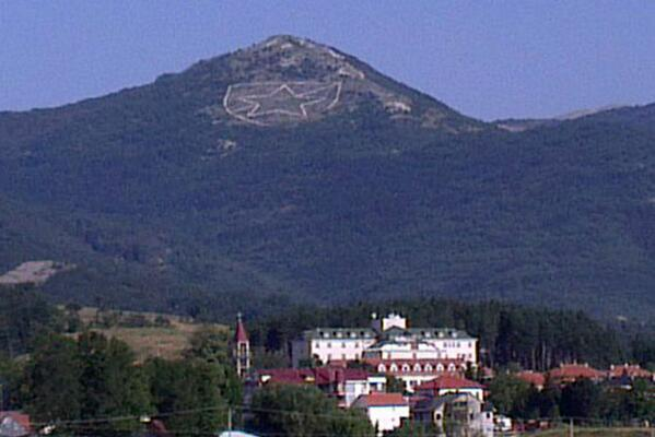 Widely shared photo on social networks and blogs of the logo of Red Star Belgrade on mount Velež overlooking Nevesinje.