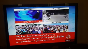 A screenshot from Al Jazeera Mubasher showing the action in Egypt unfolding live