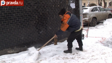 A Central Asian janitor cleaning a Moscow street. Many Muscovites would suspect him of being an illegal immigrant. YouTube screenshot.