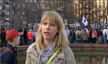 Maria Baronova asking people to come support the Bolotnaya prisoners.