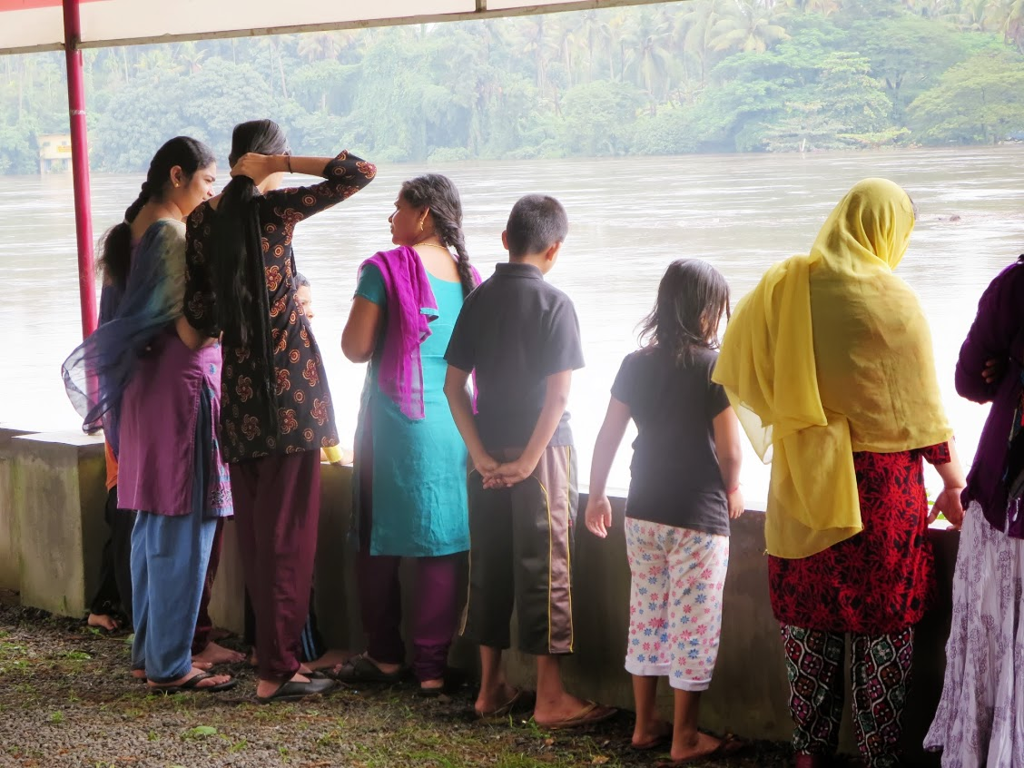 Women and children watching the rising waterline. Image courtesy: Renuka Arun, used with permission. https://plus.google.com/u/0/113471416255727012804