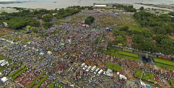 Aerial shot of Rizal Park rally. Photo courtesy of Architect Paulo Alcazaren.