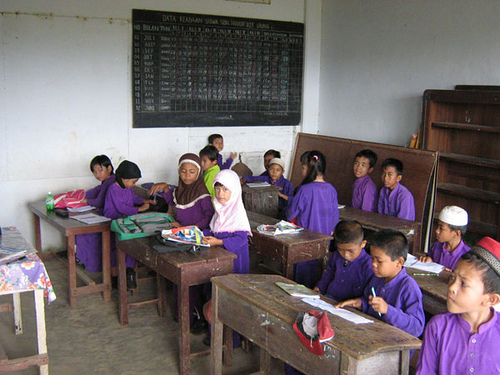 Primary school students in Indonesia. Photo from Flickr page of Abdul Rahman (CC License)