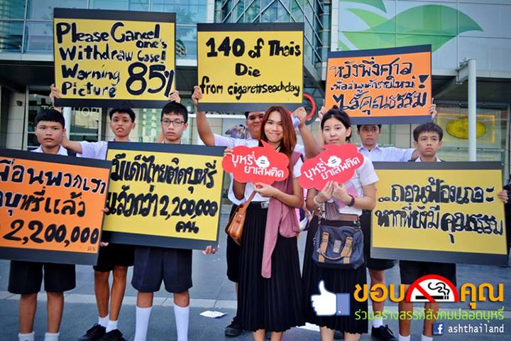 Thai students warn against the dangers of smoking. Photo from Facebook of ASH Thailand
