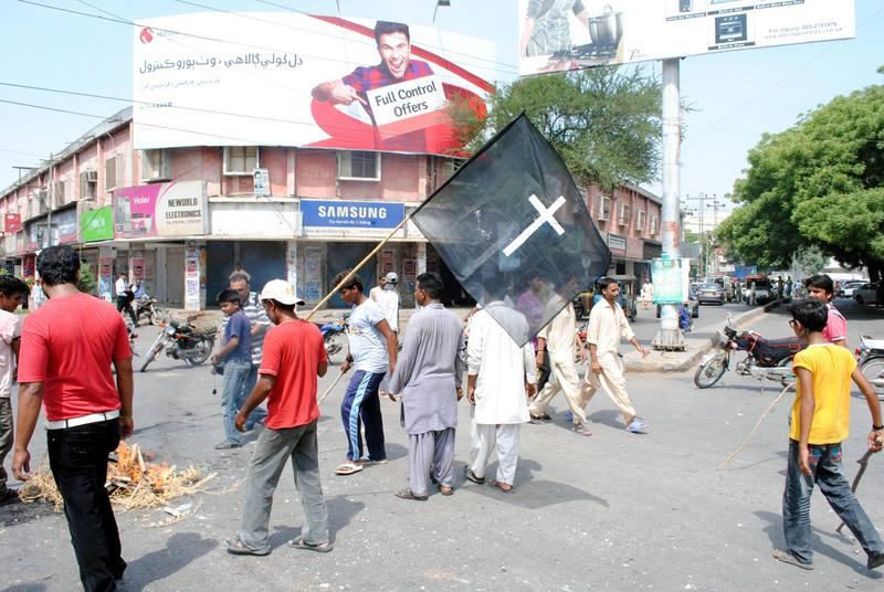 Businesses close in anger after Church blasts in Peshawar. Image by Rajput Yasir. Copyright Demotix (23/9/2013)