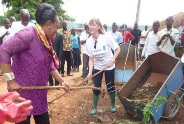 The Mayor of Bangui, Catherine Semba Penza participates in the clean up of the city via La Nouvelle Centrafrique Infos