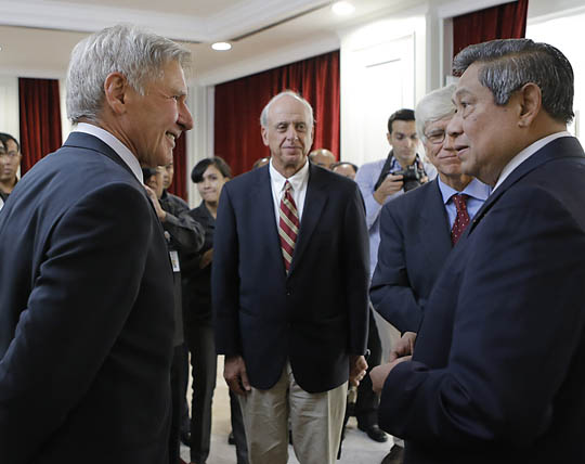Harrison Ford meets Indonesia's President Susilo Bambang Yudhoyono. Photo from website of Indonesian government