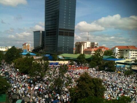 Rally in Phnom Penh's freedom park. Photo by @RupertBAbbott