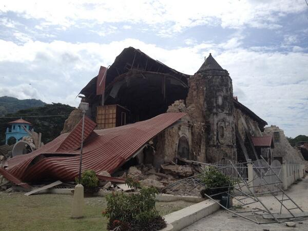 @tokyodrastic: Loboc Church in Bohol collapsed front and center... Landslides around. People must be hurt. But seeing no casualties pic.twitter.com/oaoeU3bsI0