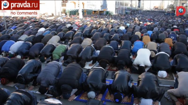 Mosocow Muslims praying during Eid. YouTube screenshot.