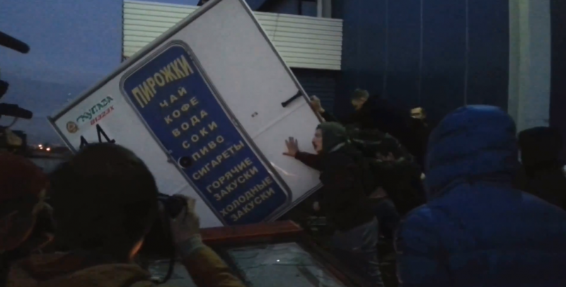 An angry mob destroys property in Biryulevo, near Moscow, 13 October 2013, screenshot from YouTube.