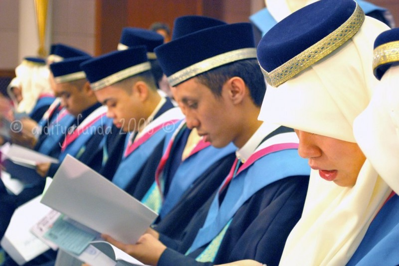 Brunei students during a convocation. Photo from Flickr of Aidityafunda (CC BY 2.0)