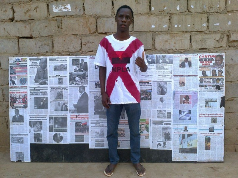 Nito Alves in front of his wall newspaper. Photo shared on his Facebook profile.