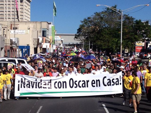 """Christmas with Oscar Home"" says the banner held at the march for the liberation of Puerto Rican political prisoner Oscar López Rivera. Photo from 32 X Oscar."