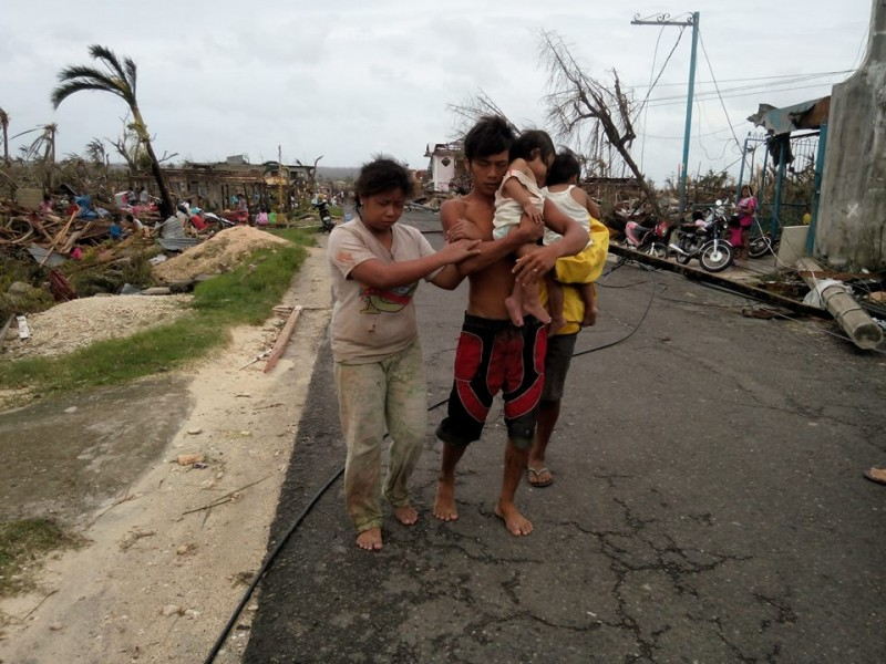 A family in typhoon-ravaged village. Photo by David Yu Santos, Facebook