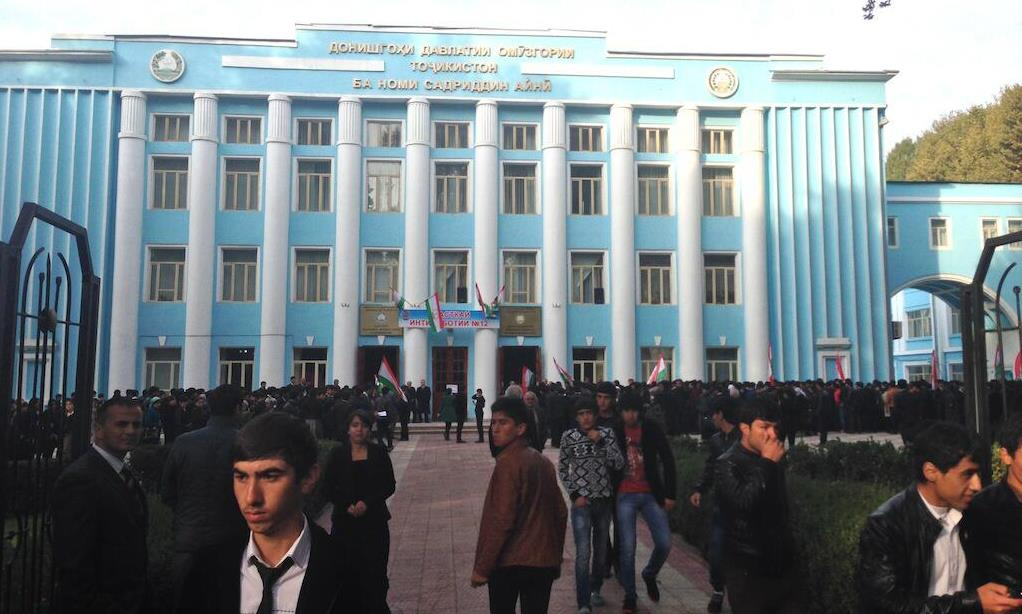 Young people crowding to cast their votes in today's presidential poll in Dushanbe. Image by Aaron Huff, used with permission.