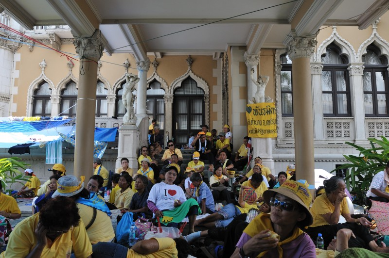 Yellow Shirts occupying the Government House. Photo by Craig Martell, Copyright @Demotix (8/30/2008)