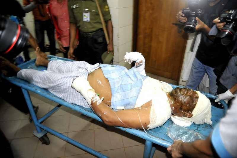 A patient being taken for treatment at the Dhaka Medical College who sustained burn injuries after an unidentified attacker threw a petrol bomb inside a moving bus in Dhaka. Image by Naveed Ishtyak. Copyright Demotix (28/11/2013)