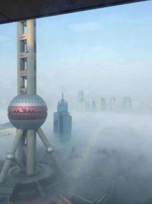 Netizens post pictures of Shanghai's smog on WeChat