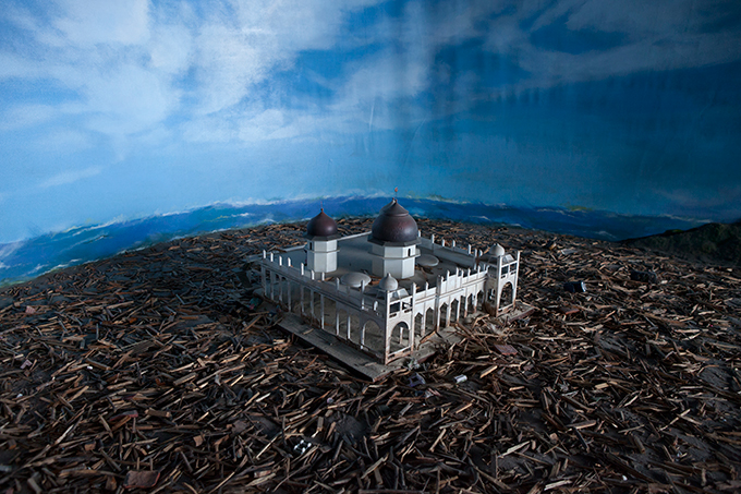Diorama depicting people fleeing a wave, Aceh Tsunami Museum, Banda Aceh, Indonesia. Photo by Ivan Sigal, 2012.