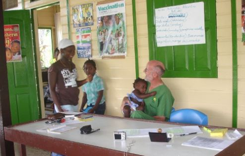 Henri Dumoulin with a child at the PMI center of Apatou, French Guiana (with his permission)