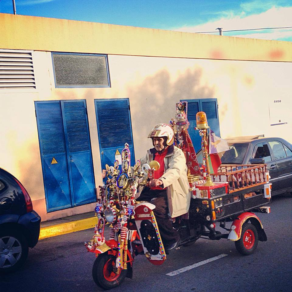 A human from the archipelago of Azores driving a peculiar motorcycle. Photo: Cristian Rodríguez