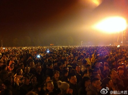 "Tens of thousands gathered in Shaoshan to commemorate Mao's birthday. Photo taken by Weibo User ""Shaoshan Carpenter""."