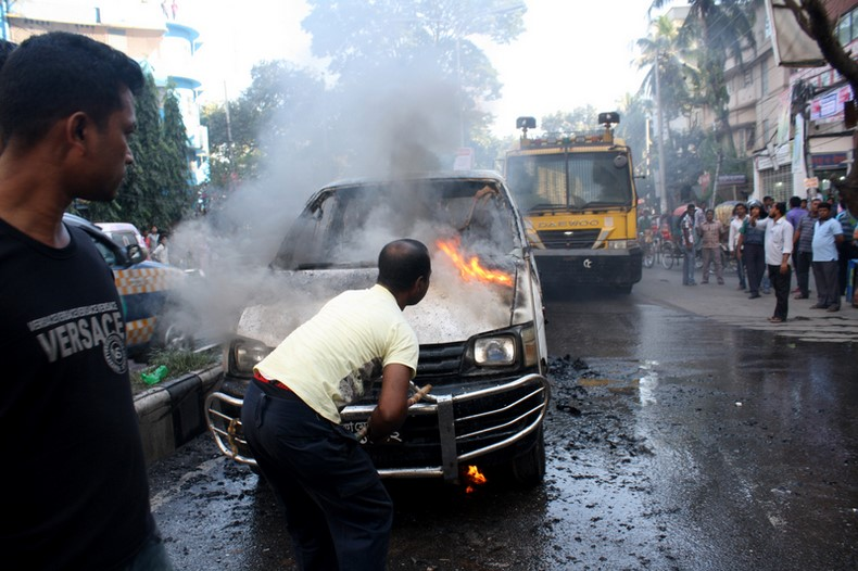 Opposition party supporters set a van on fire at Shanti Nagar in Dhaka, ahead of the Bangladesh National Party led 18-Party Alliance's countrywide 84-hours strike. Image by mamunur Rashid. Copyright Demotix (9/11/2013)