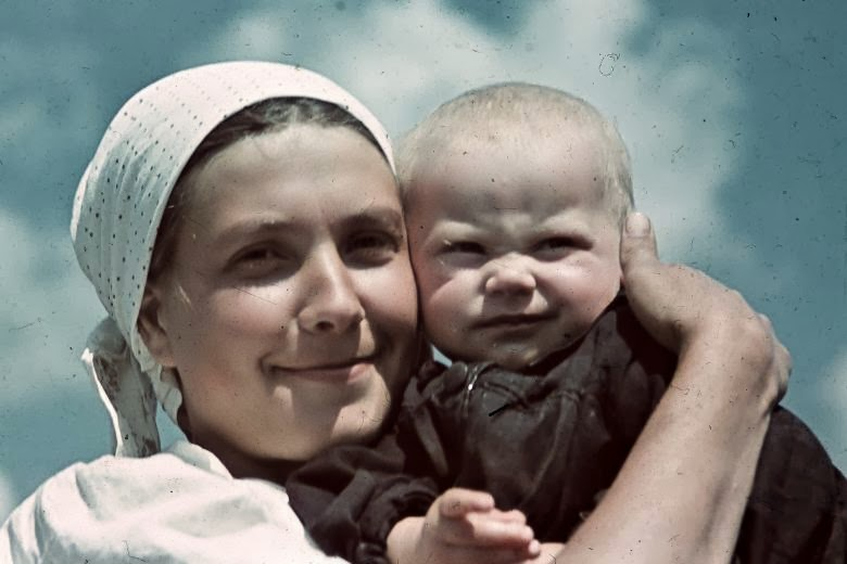 Woman and child in rural Ukraine, 1942. Photo courtesy of www.vintage.es, used under Creative Commons 2.0 license.