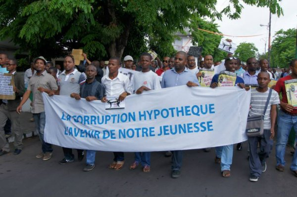 March against Corruption in Moroni in November 2013 via Comores actualités - Public Domain