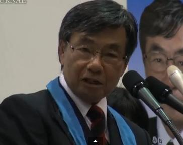 Susumu Inamine spoke in front of his supporter on January 8 2014 during his re-election campaign. Screenshot from Independent Web Journal.