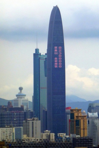 Despite the property bubble alarms, skyscrapers keep emerging in major cities in China. Photo from Chris CC: AT-NC-SA