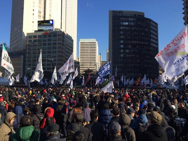 Koreans protesting the 2012 election manipulation scandal and clampdown on labour groups on 28 December 2013.  Tweeted by Twitter user @zwarin