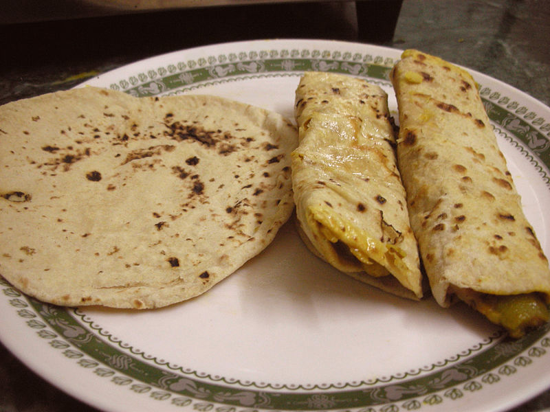 Chapati and chapati roll. Photo released under Creative Commons  (CC BY-SA 2.0) by Flickr user Kalyan.