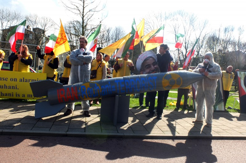 Iranian protesters near the NSS 2014 venue, The Hague