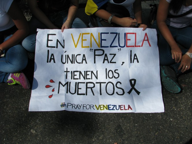 "In Venezuela the only ""peace"" is had by the death. #PrayforVenezuela. Photo by Kira Kariakin."