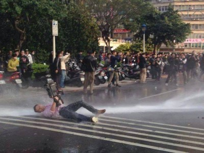 Journalists were also attacked by the water cannons. Photo from occupyadmin. CC: NC.