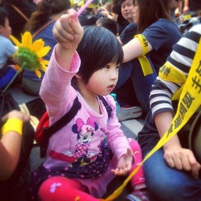 A kid in the rally. Photo by sheina0128. CC: NC.